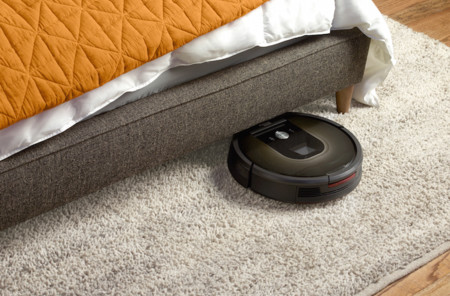 La Roomba 980 conoce cada escalón y mueble de tu casa, se deja controlar desde el teléfono