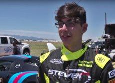 ¿Tú a qué jugabas con 13 años? Steven a llevar un Bugatti Veyron a 325 km/h