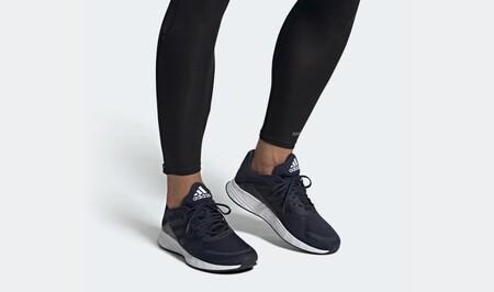 Las zapatillas deportivas más vendidas en Amazon son estas Adidas Duramo y hoy las tienes por sólo 30,99 euros con envío y devolución gratis