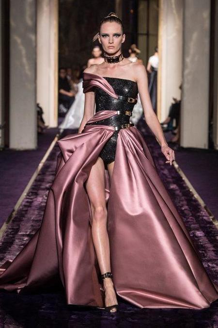 Swarovski deslumbra en la Ciudad de la Luz de la mano de Atelier Versace
