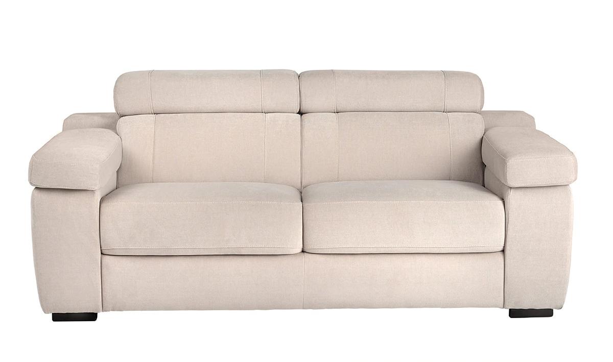 Sofá tapizado de tres plazas