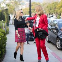 Larga vida al color rojo. Reese Witherspoon y Laura Dern nos muestran dos maneras (opuestas) de lucir esta tonalidad