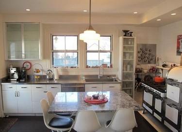 Cómo decorar cocinas con ventanas encima del fregadero. Decoesfera responde