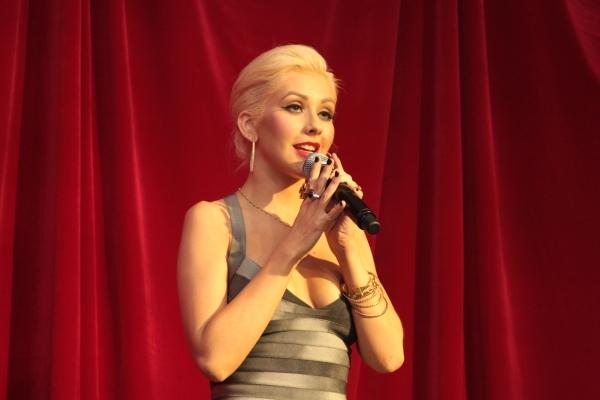 Foto de Christina Aguilera, Cam Gigandet y Kristen Bell presentan la película Burlesque  (4/5)