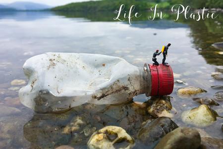 'Life in Plastic', de David Gilliver, denunciando los peligros del plástico para nuestro Planeta de una forma muy original