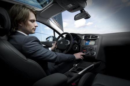Las distracciones más comunes al volante