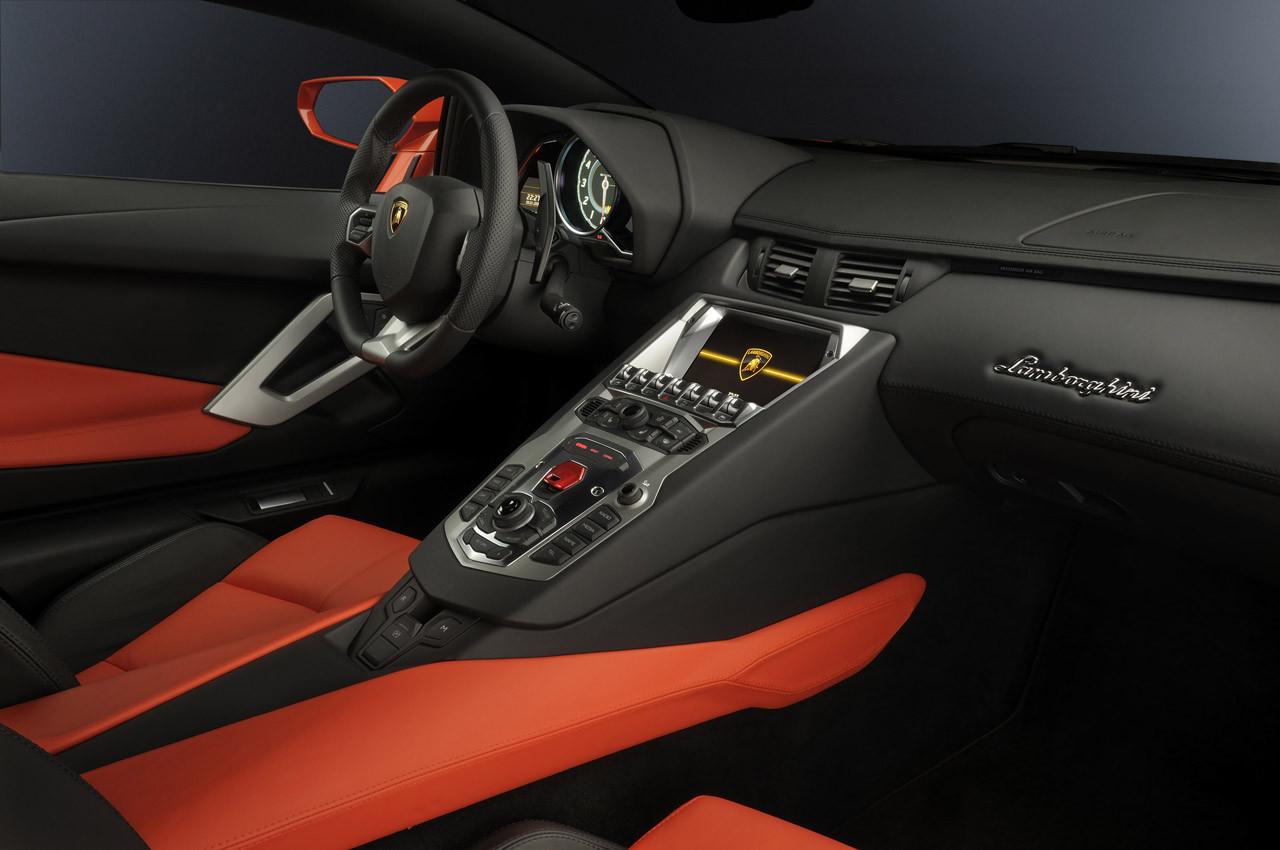 Foto de Lamborghini Aventador LP700-4 (25/62)