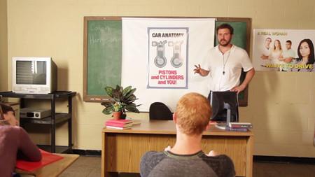 Vídeo: ¿Y si los cursos de conducción fueran como lecciones de educación sexual?