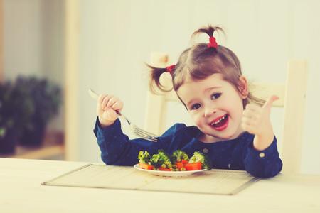 Permitir que los niños elijan la cantidad de alimentos que desean comer puede prevenir obesidad y enfermedades cardíacas