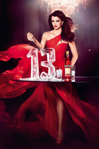 En el calendario Campari 2013, Penélope Cruz da al traste con todas las supersticiones