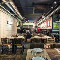 Nº5Burger Garage, una hamburguesería con aires de taller mecánico de los 70