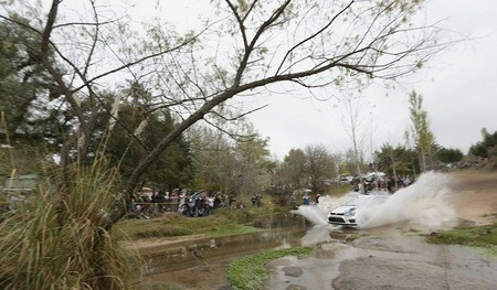 Rally de Argentina 2013: Sébastien Ogier golpea primero