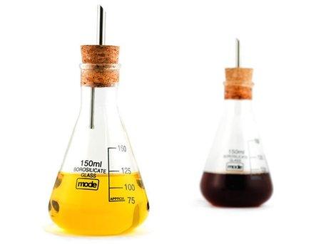 Earl Chemistry Cooks, recipientes de laboratorio en la mesa