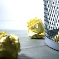 Cómo mover los mensajes de remitentes bloqueados en Mail directamente a la papelera