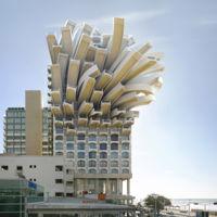 Victor Enrich juega con las leyes de la gravedad en sus increibles fotografías de arquitectura