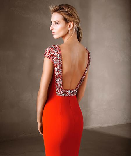 823eb9c40 17 vestidos para ser la invitada de una boda inspirados en las alfombras  rojas