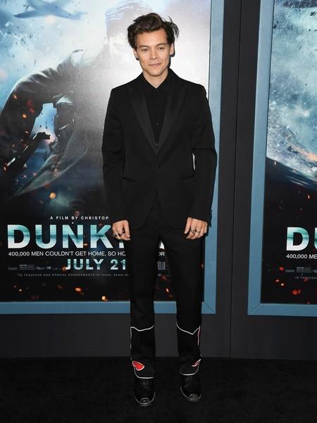 Medio Elegante Medio Informal Asi Fue El Look De Harry Styles En La Premiere De Dunquerque 3