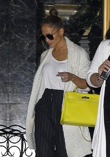Jennifer Lopez saca a pasear una de sus bolsos más preciados. ¿Vuelve el boom de los Hermès?