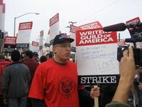 La Warner despedirá a gente por culpa de la huelga de guionistas