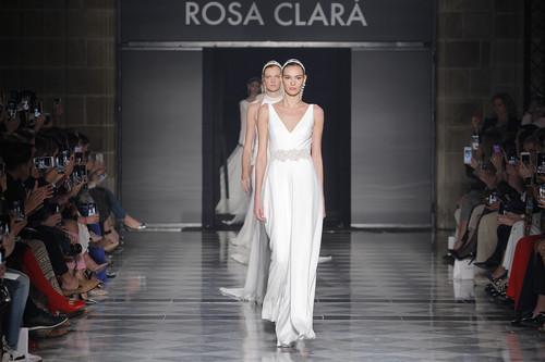Los vestidos de novia de Rosa Clará 2020: la sencillez más sofisticada hecha realidad