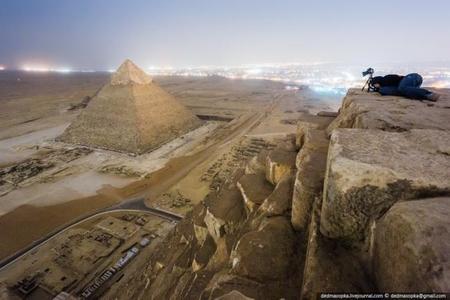 Tres fotógrafos rusos se enfrentan a tres años de cárcel por sacar fotografías nocturnas desde la cima de Gran Pirámide de Keops