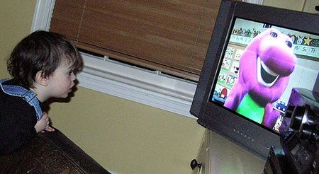 Los efectos de que los niños vean demasiada televisión