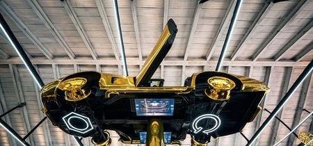 Este es el extravagante protagonista del garaje que Cartier montó en Milán: un Corvette de oro