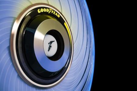 Goodyear presenta un neumático conceptual que funciona a base de cápsulas y se regenera solo