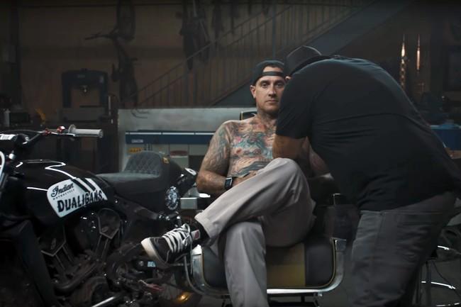 Cuando la pasión por las motos te supera: tinta hecha con restos de Indian para tatuarte el cuerpo