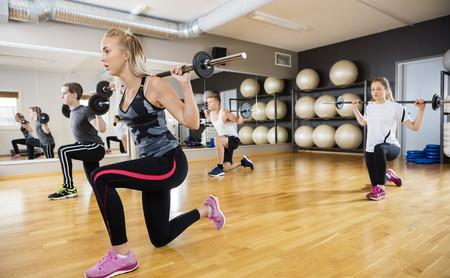 ¿Body Pump o entrenamiento en sala de fitness? Las ventajas e inconvenientes si eres novato en el gimnasio