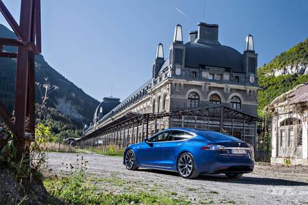 Tesla coche eléctrico viajar