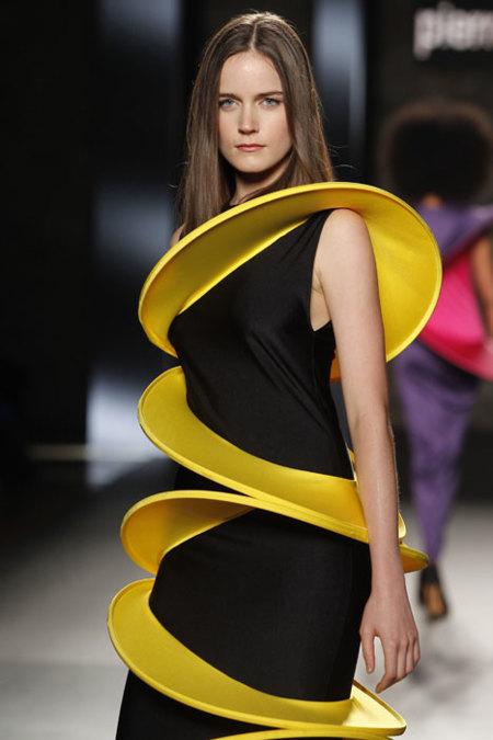 """Sorprendente futurismo de Pierre Cardin en la 080 Barcelona Fashion: """"Lo importante es el talento. La pasarela es la que marca la tendencia, no Zara"""""""