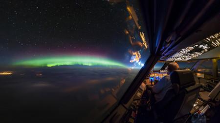 Así es cómo Christiaan van Heijst hizo estas increíbles fotografías de larga exposición desde la cabina de un avión
