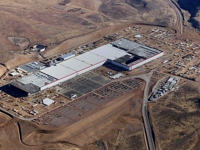Tesla prepara un plan para levantar hasta cinco gigafactorías