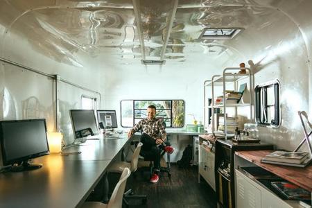 Espacios para trabajar: una oficina en una caravana