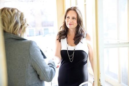 En las entrevistas de trabajo hay demasiados sesgos y prejuicios: incluso un simple apretón de manos es decisivo para ser contratado