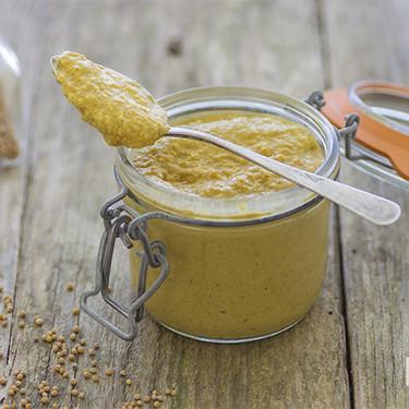 Cómo hacer mostaza casera: receta básica y sencilla para tener siempre en la nevera