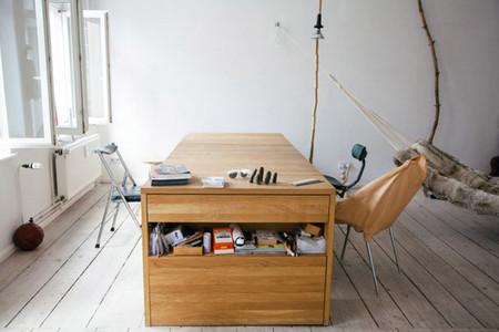 Una mesa de trabajo que se convierte en cama