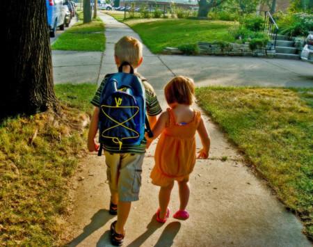 Independencia y niños, ¿a qué edad deberían ir solos a la escuela?