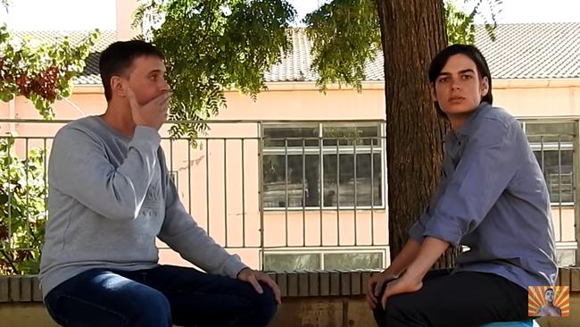 """""""Yo soy el mesías"""": Nunca te sentirás más incómodo que viendo la entrevista de Tiparraco a El espiritista"""