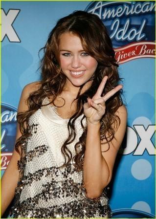 Miley Cyrus vende con su millonaria virginidad.