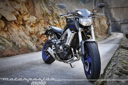 Yamaha MT-09, prueba (valoración, galería y ficha técnica)