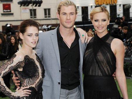 Kristen Stewart, Chris Hemsworth y Charlize Theron