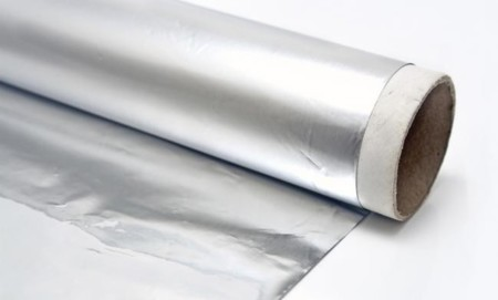 El lado del papel de aluminio que utilizas