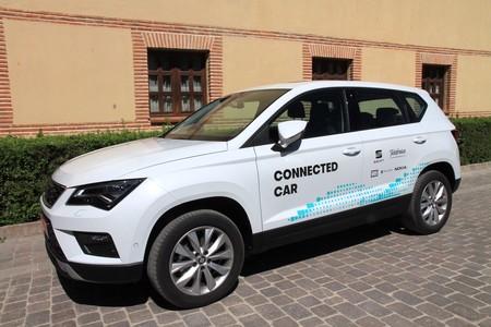 Coches y ciudades han comenzado a 'hablar' en España: así arrancan las primeras comunicaciones V2X