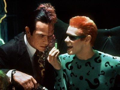 """""""No puedo aprobar tu bufonería"""": Tommy Lee Jones odió a Jim Carrey en 'Batman Forever'"""