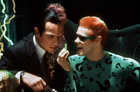 """No puedo aprobar tu bufonería"": Tommy Lee Jones odió a Jim Carrey en 'Batman Forever'"