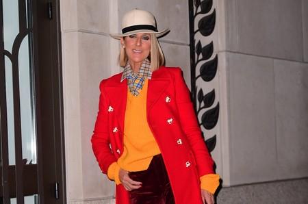 Ni Celine Dion consigue salir airosa de este look con exceso de colores