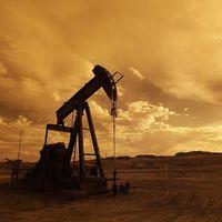 El petróleo deberá caer si quiere competir con el coche eléctrico y las energías renovables, según BNP Paribas