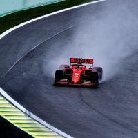 Sebastian Vettel pone a Ferrari al frente de unos complicados entrenamientos libres en Brasil